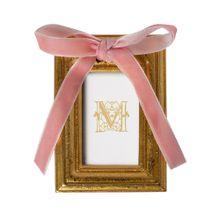 mini-porta-retrato-manu-fisch-home-dourado-com-laco-rosa-1